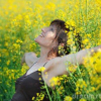 woman-lying-flowers-14264846